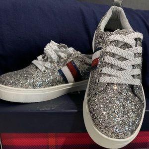 Tommy Hilfiger girls tennis shoe, size 4